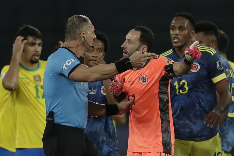 David Ospina cuestiona el fallo de Nestor Pitana; los colombianos se sintieron despojados en el triunfo de Brasil