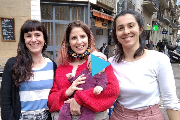 De Izq. a Der., las arquitectas españolas Dafne Saldaña Blasco, Elena Cardona Tamayo y Julia Goula Mejón, creadoras del estudio Equal Saree