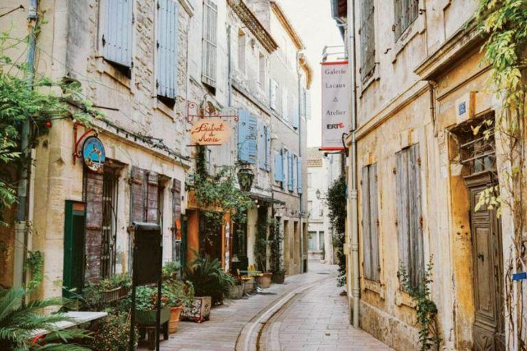 Durante los diez años que Charlotte vivió en Saint-Rémy, aprendió a amar la cultura taurina y española que se respira en ese pueblo provenzal.