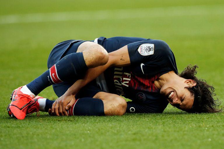 PSG ganó, pero se encendieron las alarmas por la posible lesión de Cavani
