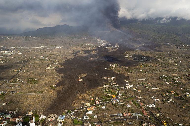 La lava se frena en el volcán de La Palma y amenaza con causar más destrucción