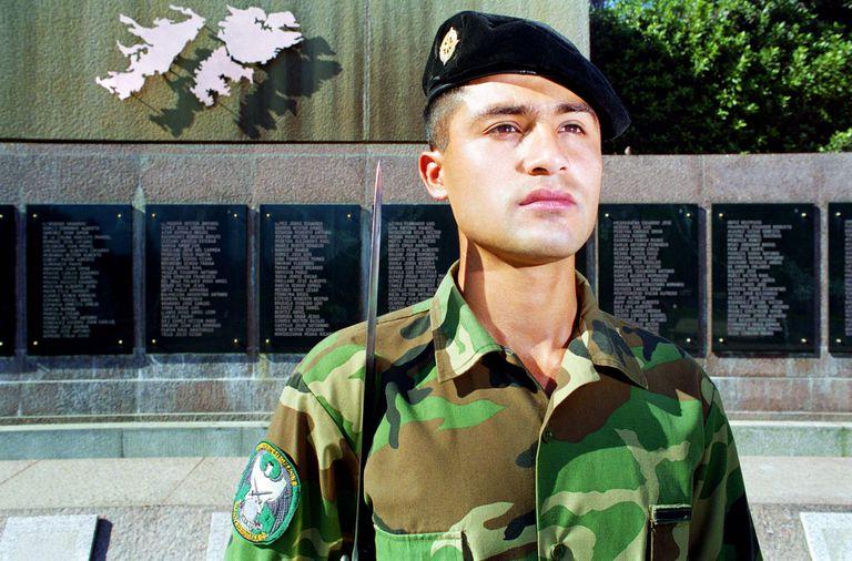 Soldado, imagen tomada por Marcos López en 1996