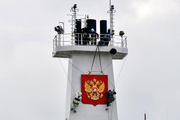 """El """"Académico Lomonósov"""" zarpó este viernes del puerto de Múrmansk, en el noroeste del país. Greenpeace lo llama el """"Chernobyl flotante"""""""