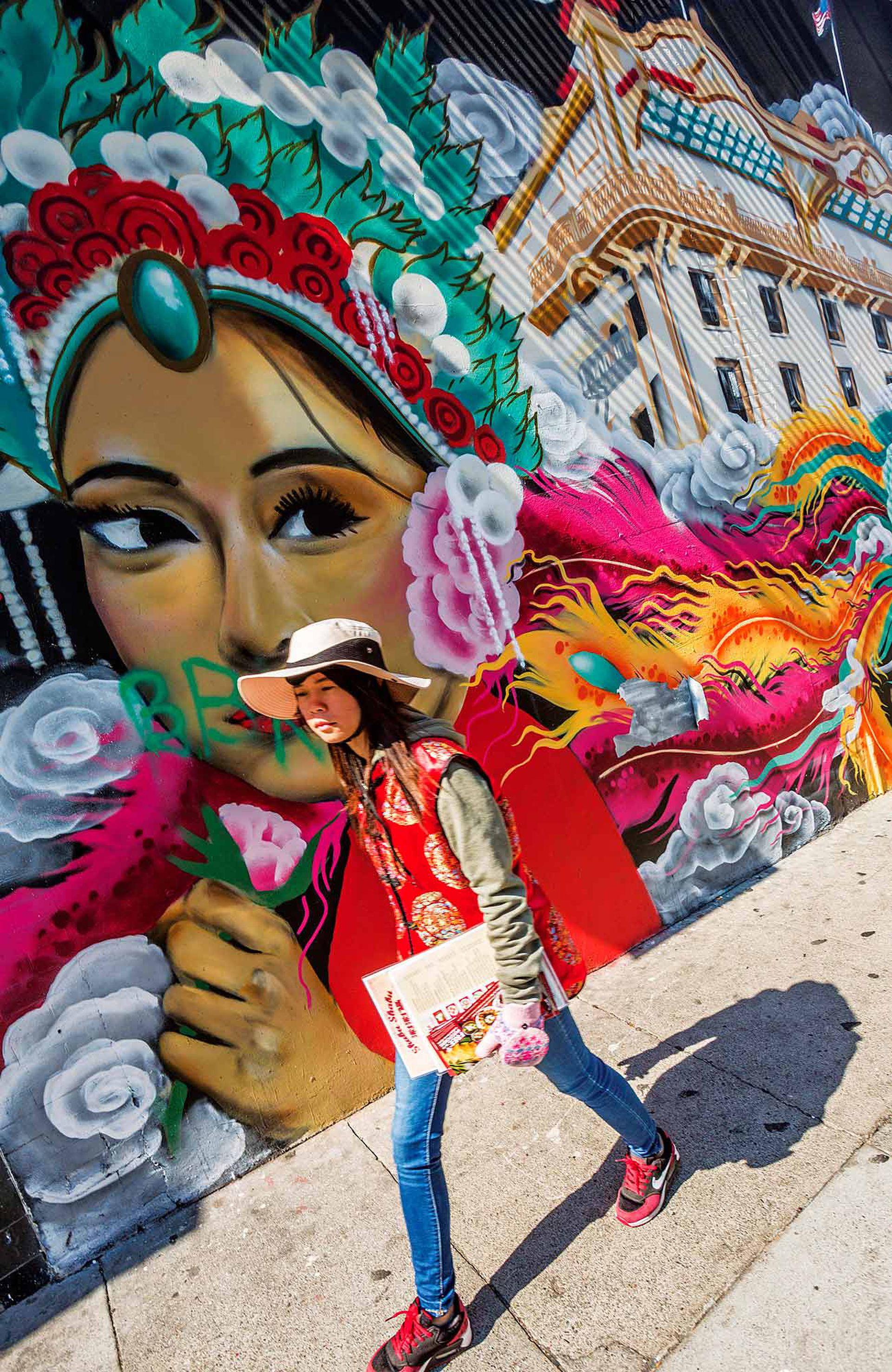 Arte callejero en Chinatown, el primer barrio chino de Estados Unidos, y el más grande también.