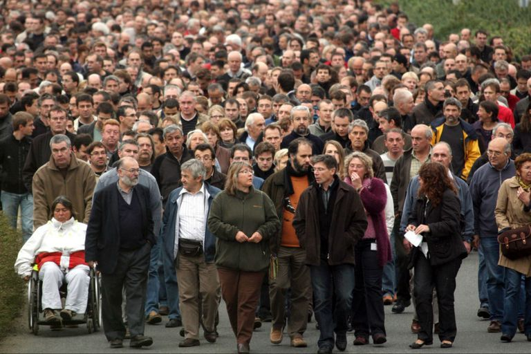 Empleados de France Télécom marchando en Lannion después del suicidio de un colega en 2009