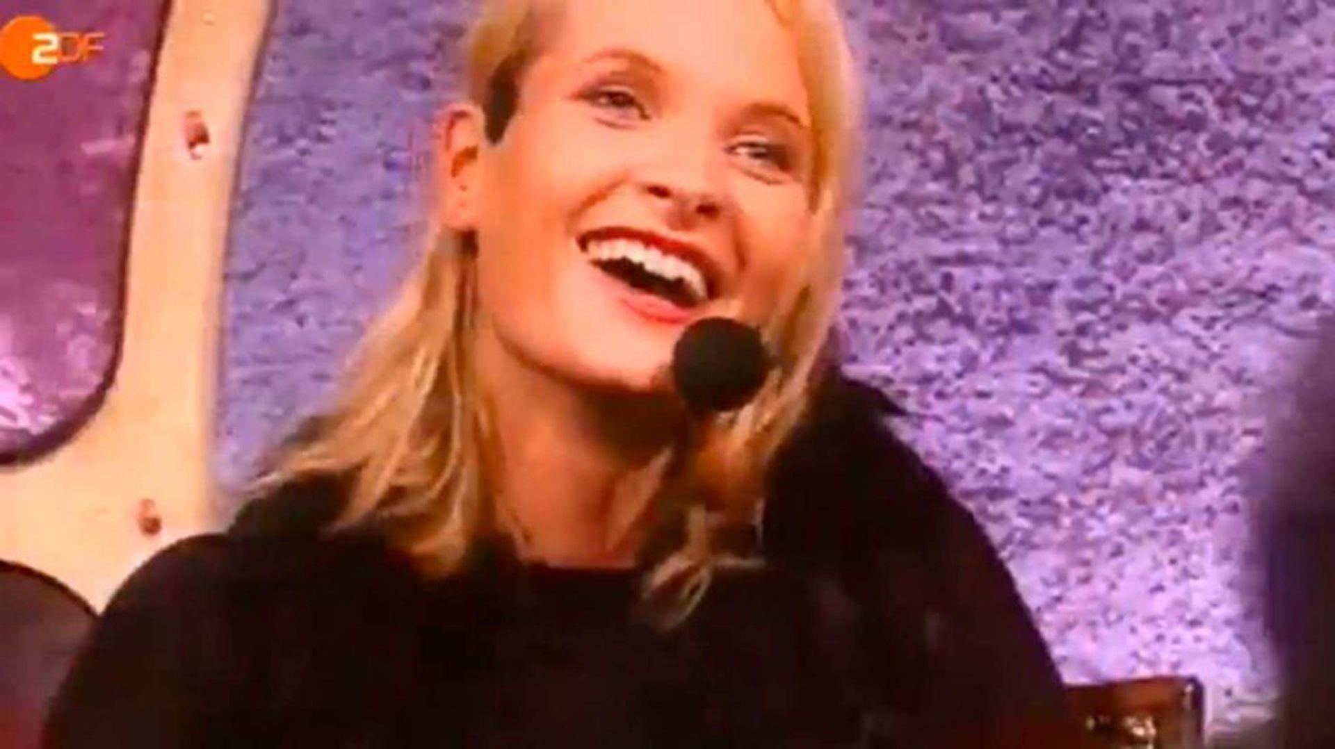 """Una de las pocas imágenes que existen de Mette-Marit en el programa """"La Casa del Placer"""", de 1996."""