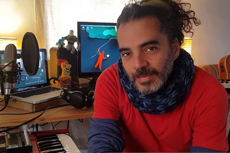 Diego Lozano y su arte de hacer cantar a la niñez