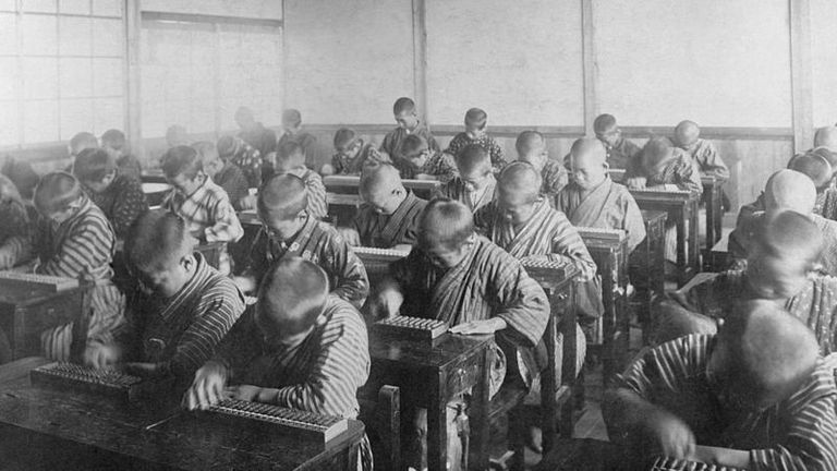 A comienzos del siglo XX se abrieron muchas escuelas especializadas en ábaco en Japón.