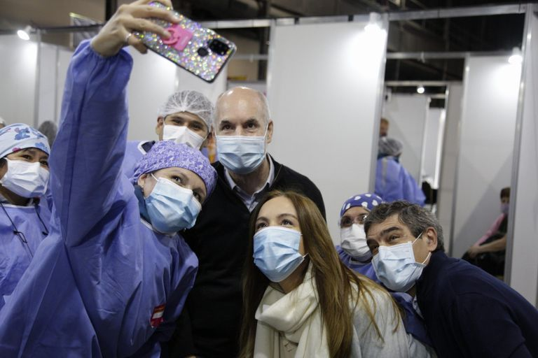 María Eugenia Vidal, Horacio Rodríguez Larreta y Fernán Quirós visitaron el vacunatorio de La Rural
