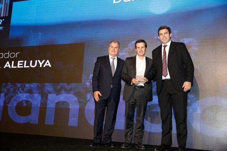 Premio a la categoria dulces y golosinas para Miel Aleluya, en la foto Patricio Bameule e Ignacio Olazabal
