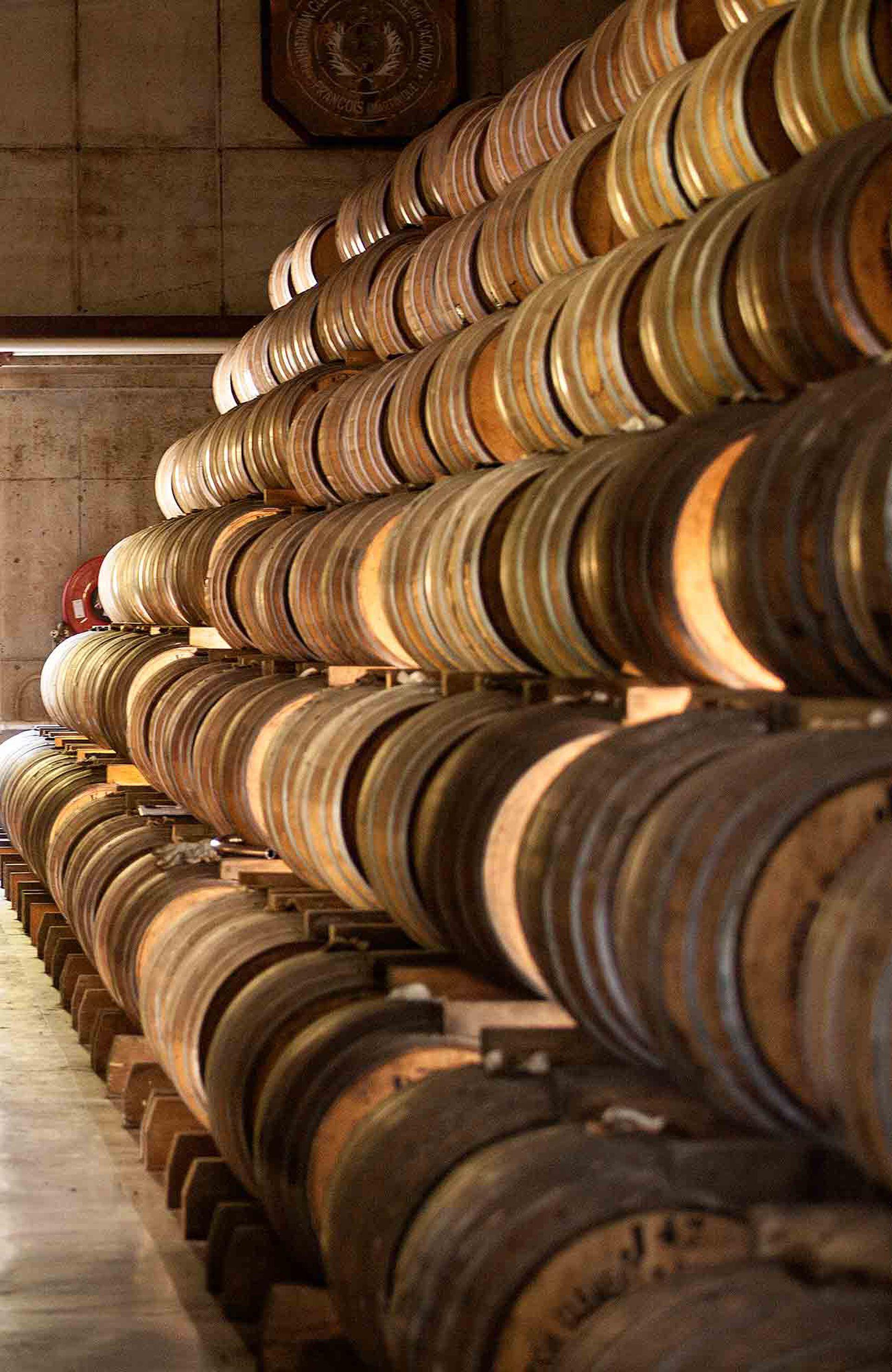 Barriles en una de las destilerías, visita obligada en la isla.