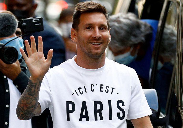 Ici c'est Paris: la historia detrás de la remera que lució Lionel Messi en  su llegada a Francia - LA NACION