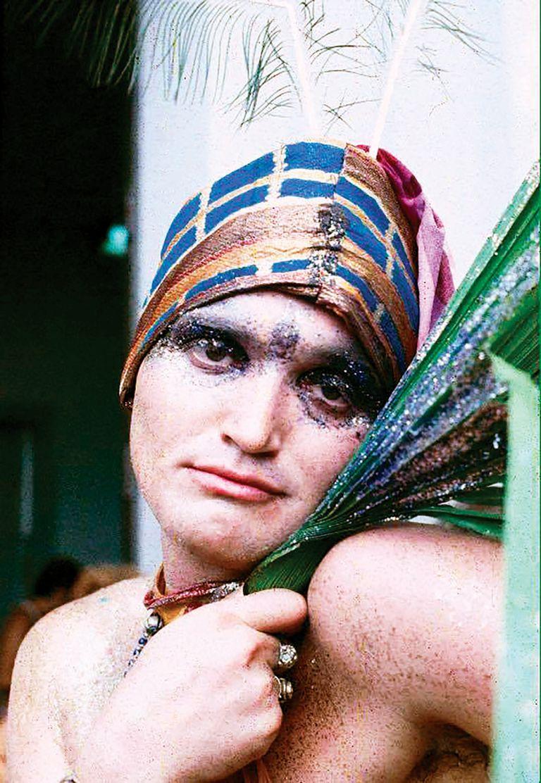 En los 70 vivió en Bahía, Brasil, donde se convirtió en una figura legendaria de los carnavales