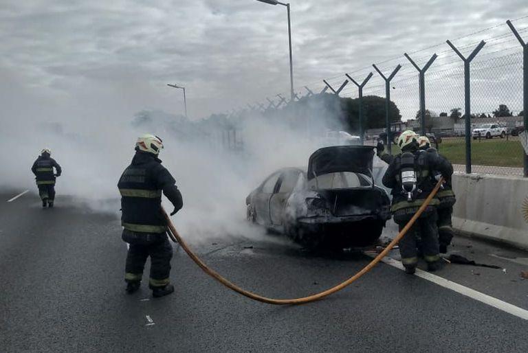 El siniestro se registró minutos después del mediodía; personal de Bomberos controló las llamas y no se registraron heridos