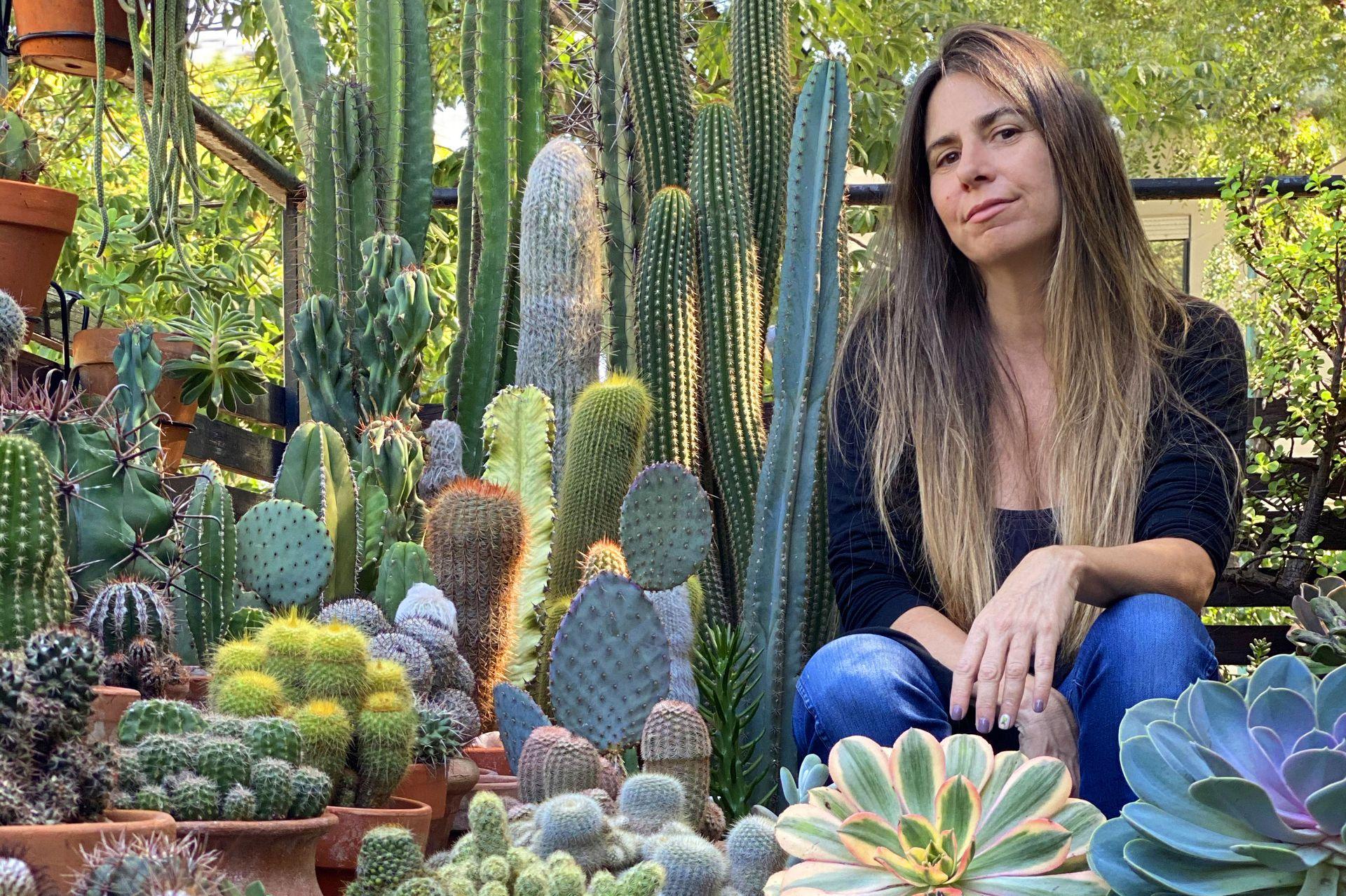María Teresa Cordeyro, dueña y protectora de una impresionante colección de cactus y suculentas.