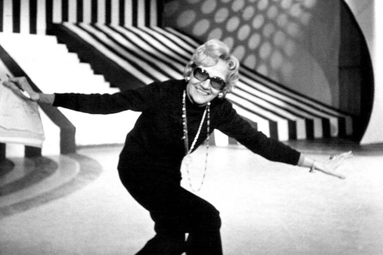 Paloma Efron dejó su marca en la TV y la radio, pero los homenajes no retoman su espíritu de transformación permanente en los medios en los que trabajó y de cuya obra casi no quedan rastros