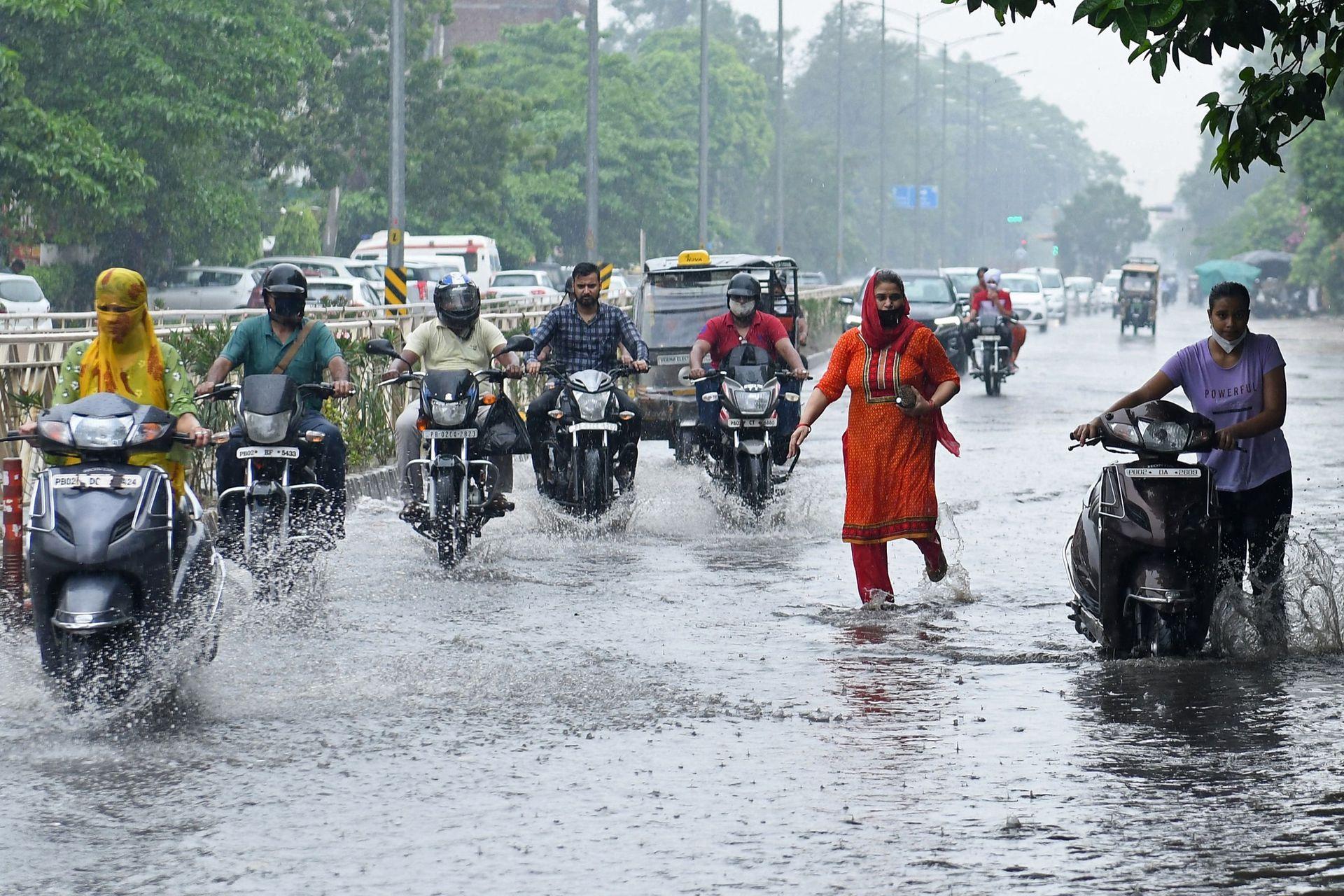 Al menos 50 personas murieron al ser alcanzadas por rayos en distintas ciudades de la India