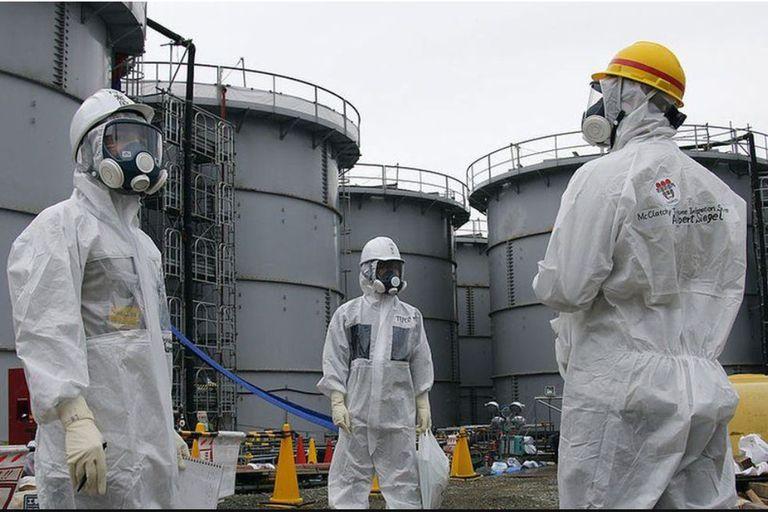El agua radioactiva de Fukushima se almacena en tanques gigantes, pero se está acabando el espacio.
