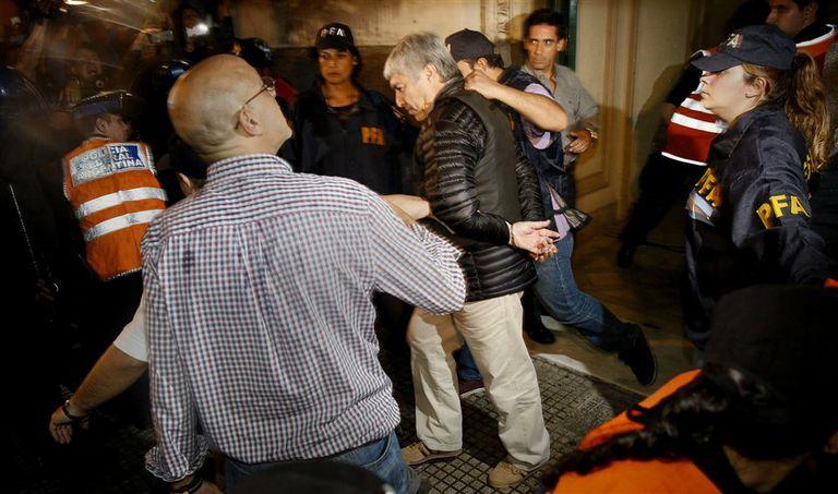 Báez fue trasladado esposado y con chaleco antibalas, igual que Jaime el sábado pasado