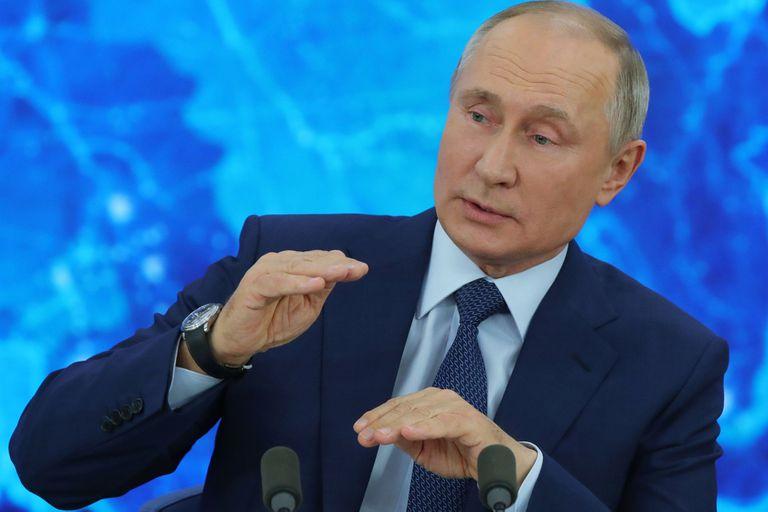"""Putin adelantó que Rusia planea producir una vacuna """"light"""" contra el coronavirus"""