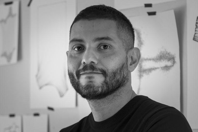 Oriundo de Catamarca, el diseñador Cristián Mohaded, de 41 años, vive y trabaja entre Buenos Aires y Milán; su propuesta ocupa uno de los 30 pabellones que representan a los seis continentes en la Bienal de Diseño de Londres