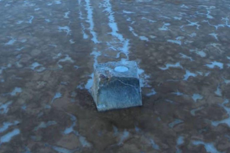 Los investigadores hicieron réplicas de las rocas y les colocaron GPS para poder seguirlas en sus movimientos