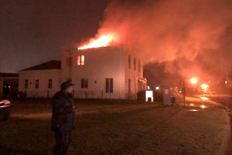 El incendio comenzó a las 2 de la mañana de anoche y fue sofocado unas dos horas más tarde