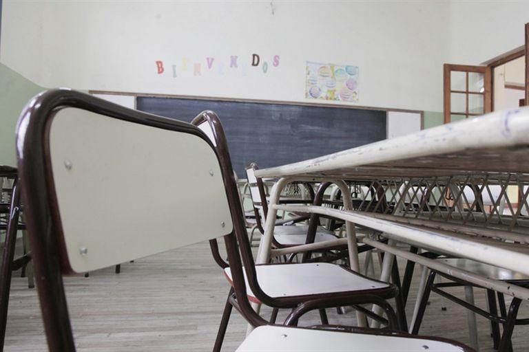 Los gremios docentes reclaman la convocatoria a paritarias y anticiparon que no aceptarán una propuesta del 15%; exigirán, además, una cláusula gatillo; las situaciones más conflictivas se presentan en Buenos Aires y en Santa Cruz