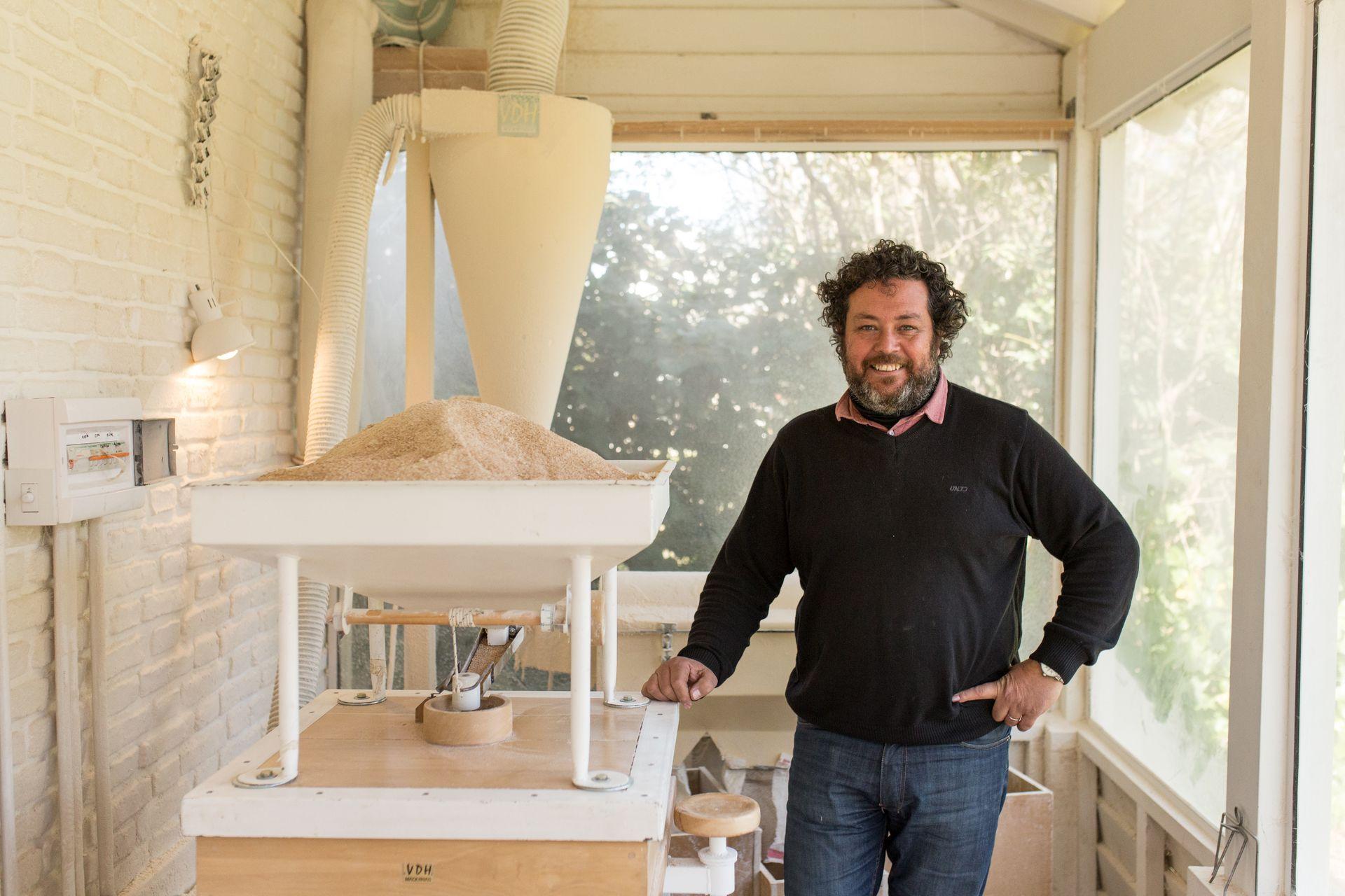 El último sueño cumplido fue usar su propio trigo para hacer los panes, transformado en un pequeño molino.
