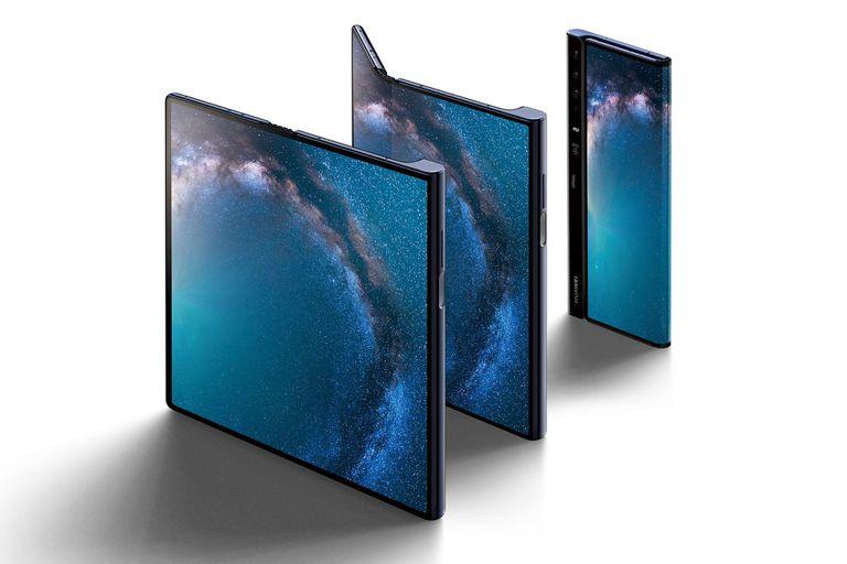 El Huawei Mate X puede pasar de ser una tableta de 8 pulgadas a un teléfono con una pantalla principal de 6,6 pulgadas gracias a su display flexible, que rodea todo el dispositivo