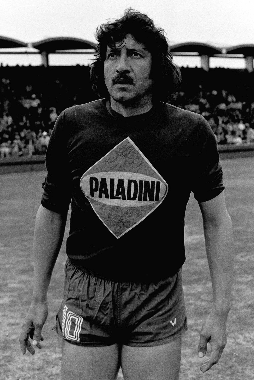Cerca del final de su carrera, en 1983, en la cancha de Tigre