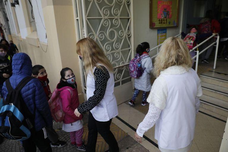 Cambio de protocolo en las escuelas de la Ciudad: las burbujas se aislarán solo ante un caso confirmado