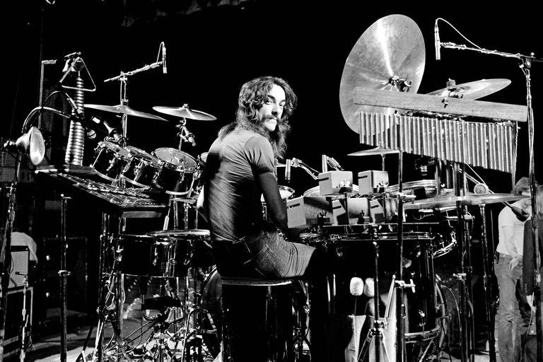 El baterista y letrista canadiense Neil Peart falleció a principios de 2020 falleció a los 67 años, luego de mantener en secreto durante varios meses un diagnóstico de cáncer cerebral