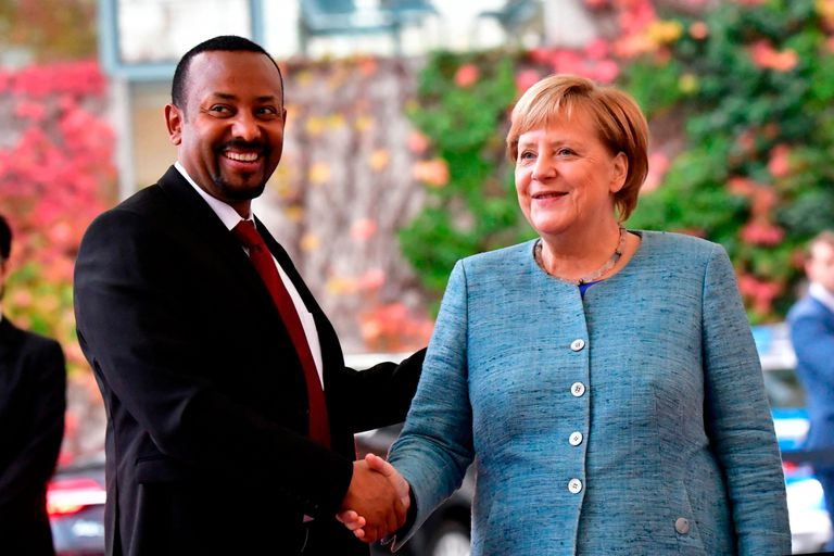 Abiy Ahmed Ali con la primer ministro de Alemania, Angela Merkel