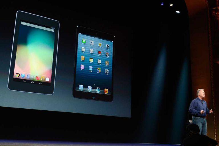Phil Schiller, vicepresidente de Marketing de Apple, compara la iPad mini con la Nexus 7 de Google