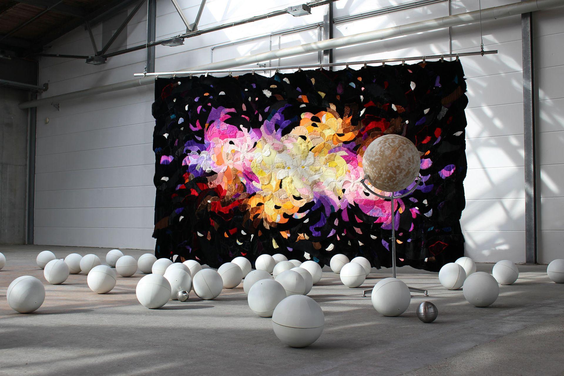 Milky Ways, obra de la artista argentina Agustina Woodgate en Pinta