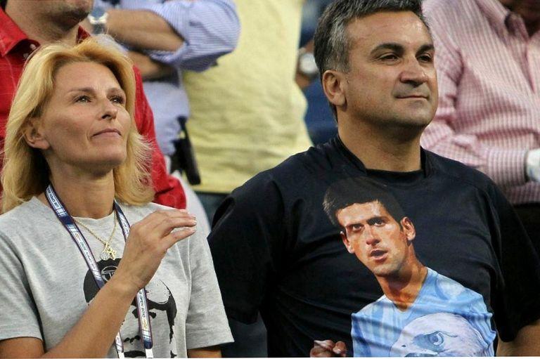 Dijana y Srdjan, madre y padre de Novak Djokovic; el N° 1 del tenis recibió un aluvión de críticas tras el polémico Adria Tour.