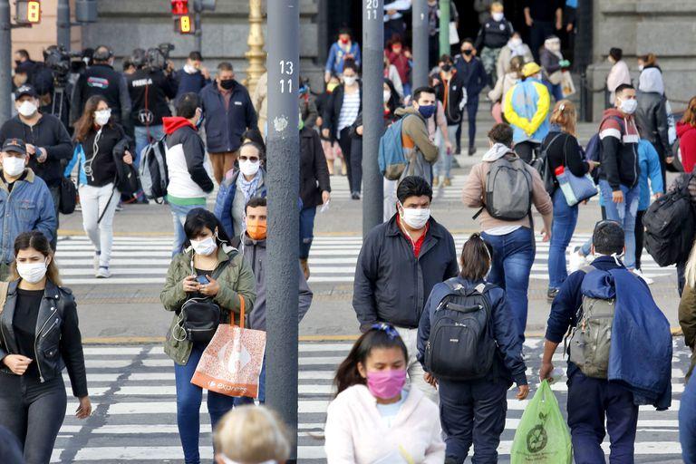 """¿Contagiarnos todos? Los expertos advierten sobre la """"inmunidad de rebaño"""""""