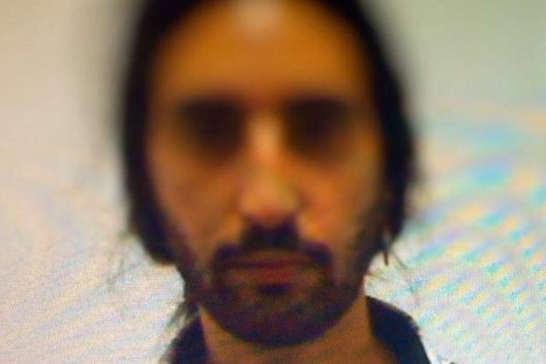 El agresor es Nicolás Viola, un argentino de 26 años que vive en Villa Bosch