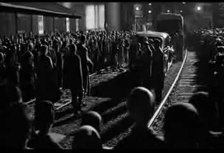 """Fragmento de la película """"La lista de Schindler"""", de Steven Spielberg (1994)"""