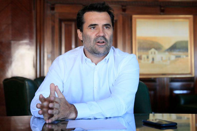Un hombre de Guzmán admitió que no habrá más aumentos de las facturas de luz y gas este año