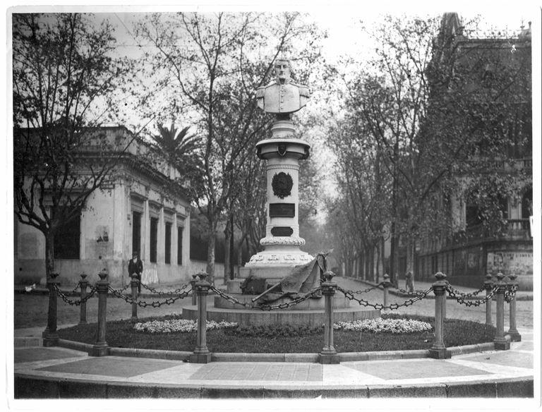 En 1938, cuando se cumplía el cincuentenario del barrio, comenzaba a modificarse la fisonomía del entorno.