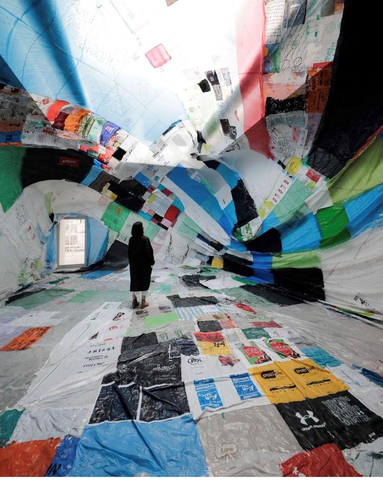 Interior del Museo Aero Solar Reconquista, exhibido en la Bienal de Arquitectura de Venecia
