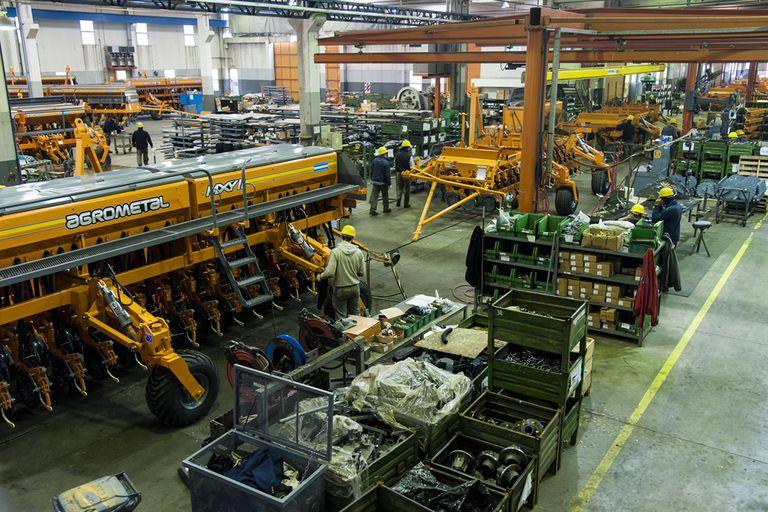 Ajenas a la devaluación, en abril volvieron a crecer industria y construcción
