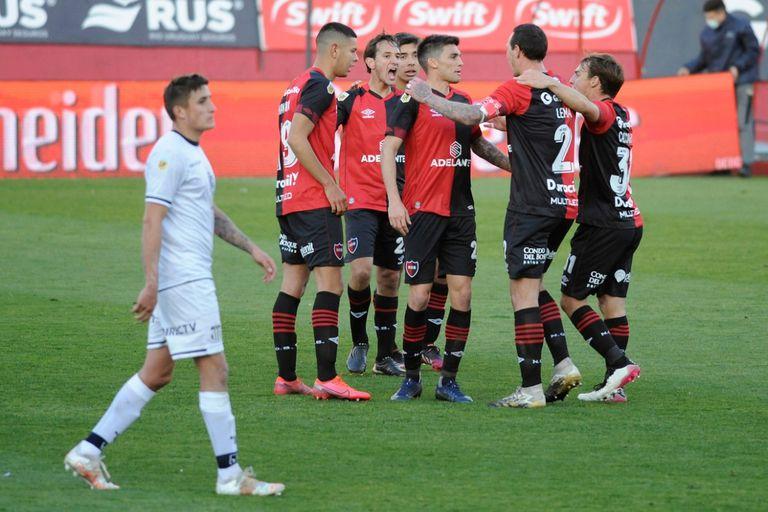 Newell's perdía con Talleres 0-2, pero lo dio vuelta con tres goles de córner y ganó 3-2