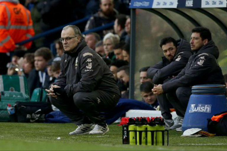 Marcelo Bielsa, durante el partido que su equipo, Leeds, perdió por 2-0 frente a Sheffield Wednesday, por el Championship inglés.