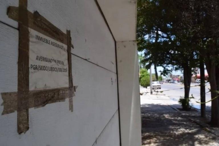 La policía custodia hoy la residencia, debido a que mucha gente intentó ingresar en ella a través de los años