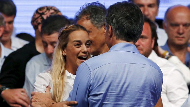 La mujer de Leopoldo López, Lilian Tintori felicitó a Macri, que promulga endurecer la postura con el gobierno de Nicolás Maduro