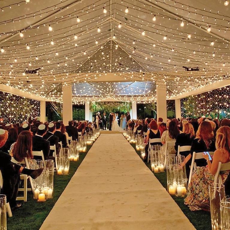 La ceremonia, por el rito judío, se celebró en una carpa montada sobre el imponente jardín del resort, con su techo cubierto por miles de lamparitas.