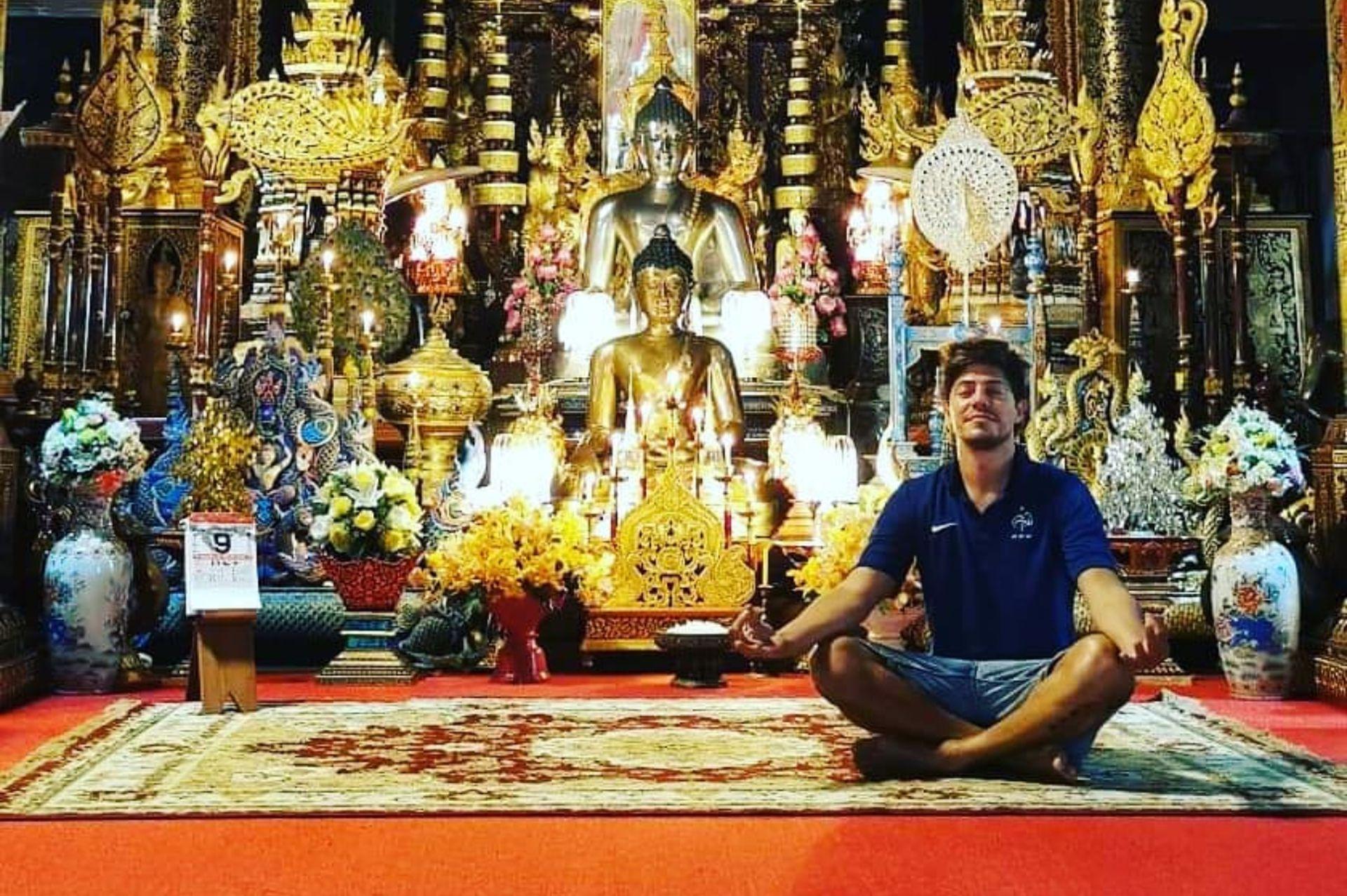 Gastón incorporó el Yoga y la meditación.
